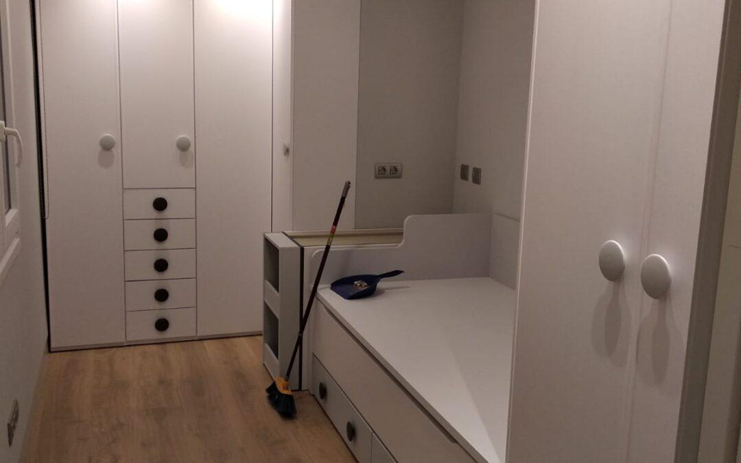 Dormitorio juvenil en habitación trapezoidal